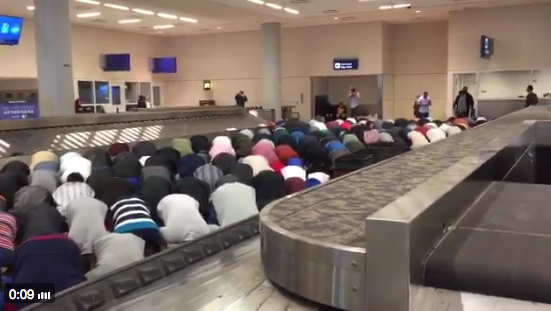 dallas-airport-muslim-prayer